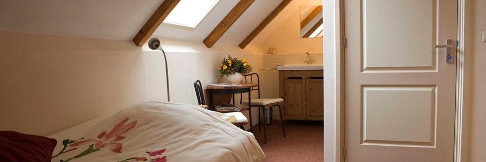 Bed and breakfast onderdak - Kleine kamer ...